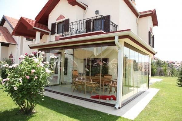 Bahçeler artık cam balkon ile birleşiyor!